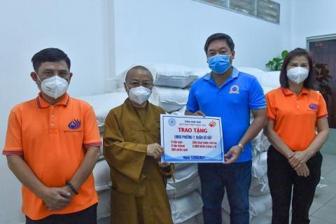 Chùa Giác Ngộ sẻ chia gian khó cùng UBND Phường 7, Quận Gò Vấp
