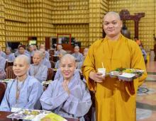 Chùm ảnh: Ăn cơm trong chánh niệm chiều ngày 14/09/2020