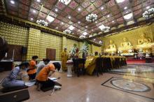 Phật tử Giác Phước Huệ cùng các bạn đồng tu cúng dường Trai tăng