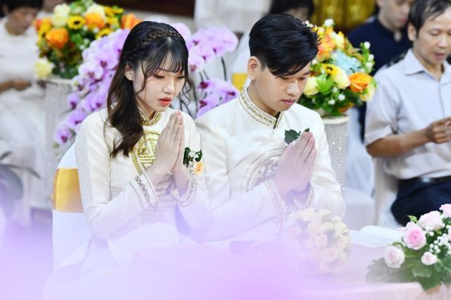 Lễ Hằng Thuận của chú rể Bùi Xuân Nghĩa và cô dâu Lạc Bảo Di