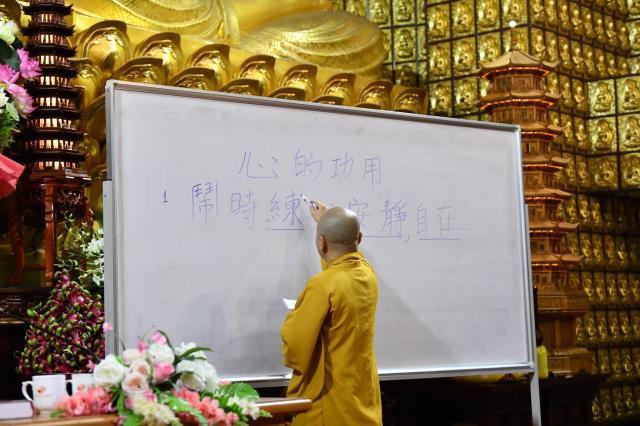 Đoàn Quỹ Đạo Phật Ngày Nay dâng lời tác bạch cúng dường tại trường hạ Tổ đình Pháp viện Minh Đăng Quang.