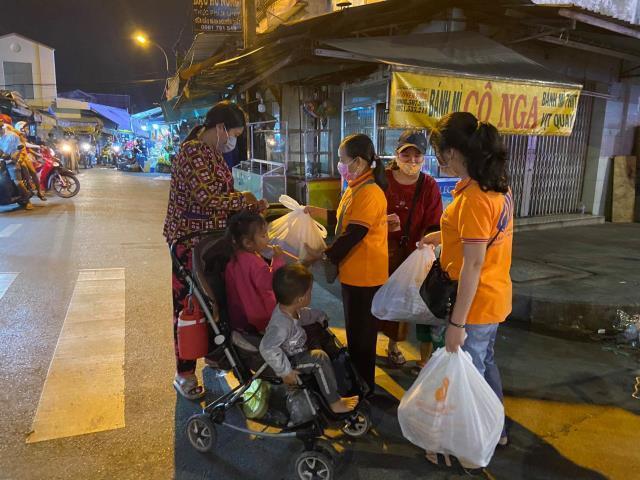 Chùa Giác Ngộ - Quỹ Đạo Phật Ngày Nay mang 1.000 món quà sưởi ấm đêm giao thừa