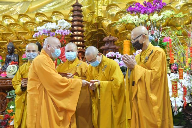 Lễ đón giao thừa online tại chùa Giác Ngộ: Thiêng liêng đêm trầm hương