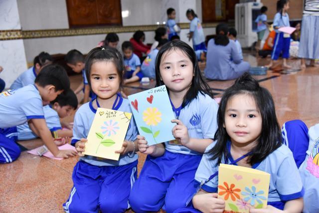 Khóa tu Búp sen từ bi: Hành giả nhí tự tay làm thiệp nhân Ngày Nhà giáo Việt Nam 20 -11 sắp tới