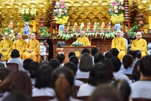 Khóa tu Ngày an lạc: Phương pháp trị liệu khổ đau của Phật Dược Sư