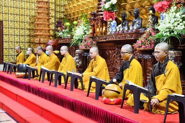 185 phần quà cúng dường trường hạ chùa Long Thành.