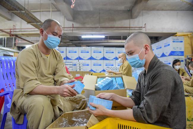 Gần 300 phần thuốc được mang đi cứu người