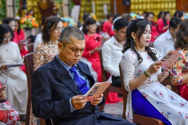 """""""Hôn lễ dưới đài sen"""" của đôi uyên ương Thanh Huy và Thảo Nhi"""
