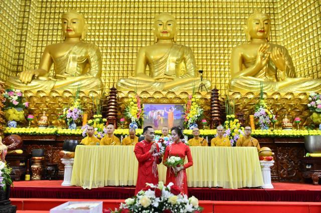 Hạnh phúc Lễ Hằng thuận tại điện Phật chùa Giác Ngộ