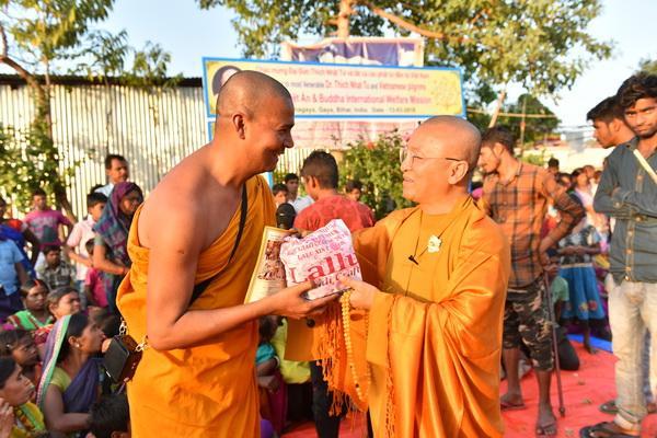 Cúng dường Tăng Ni và từ thiện tại Ấn Độ tháng 3/2018 (C154)
