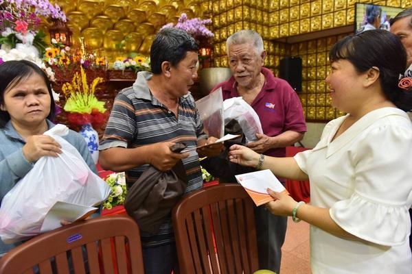 """""""Quà Tết Yêu Thương"""" cho Hộ nghèo  Phường 3, Quận 10, TP.HCM (C148)"""